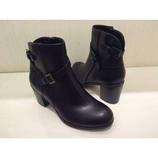 粗根黑短靴