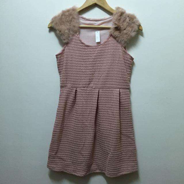 🌺全新冬裝出清賠售🌺 粉膚兔毛領氣質洋裝,兩款