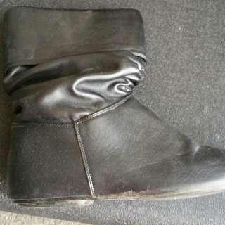 Flat Boots Black. Size 8