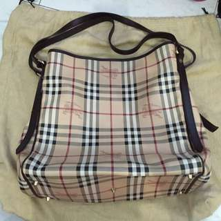 Burberry Long Strap Shoulder Bag With A Detachable Pouch