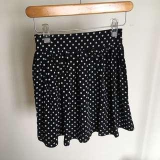 黑色點點短裙