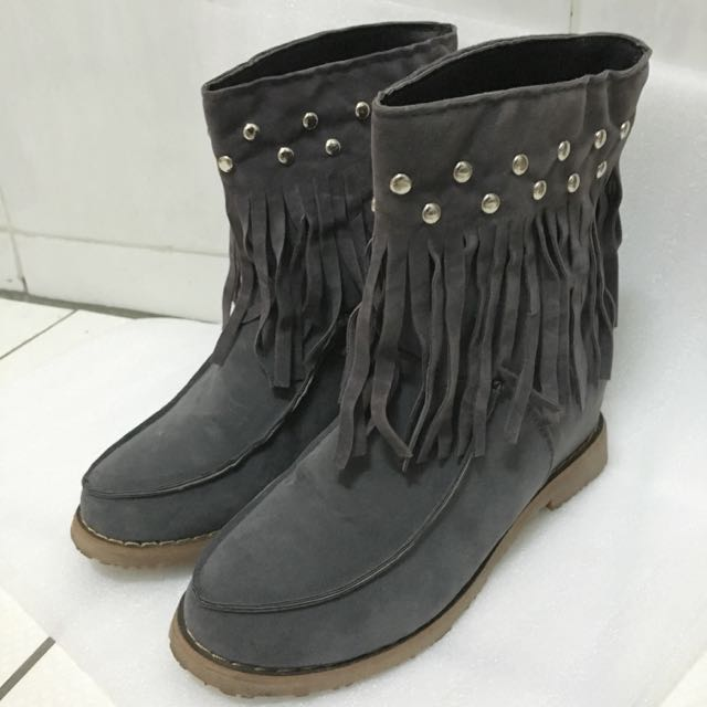 二手》灰流蘇內增高短靴