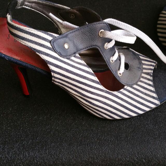 BRAND NEW peep Toe Slingbacks. Size 39 (Runs Small)
