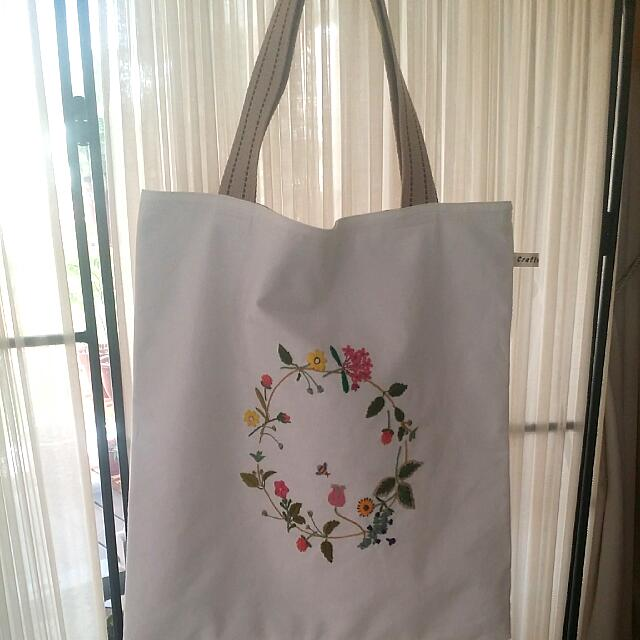 0533040136f Handmade And Hand Embroidered Tote Bag, Women's Fashion, Bags ...