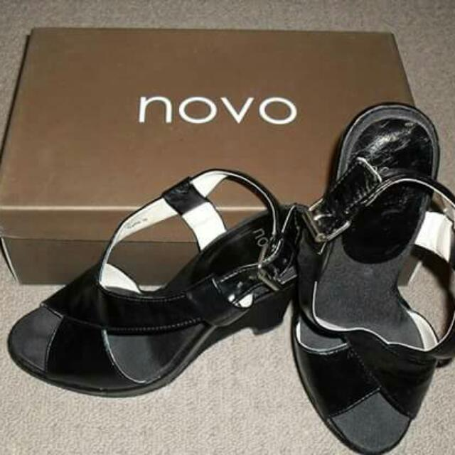 Novo High Heels Size 5