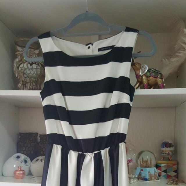 Size 6 Portmans Dress