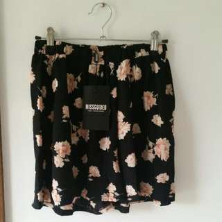 Missguided Floral Print Floaty Shorts