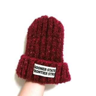 酒紅色毛帽