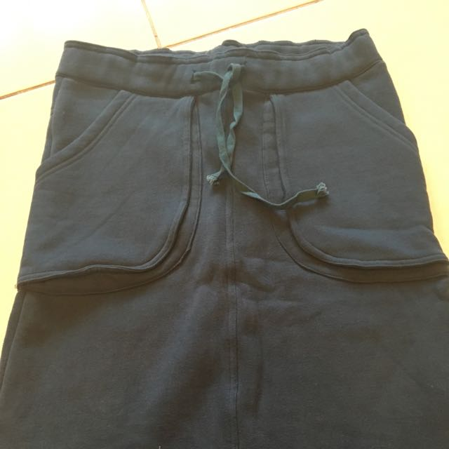 毛料及膝裙