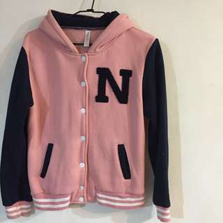 《N字拼色內刷毛棒球外套》