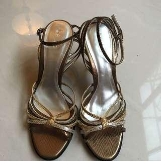 金色蛇皮紋高跟涼鞋