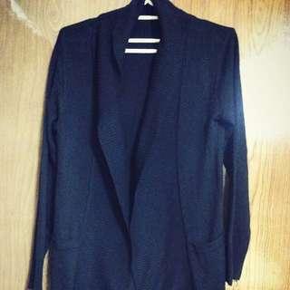 黑色長版搭配外套