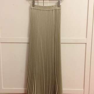 -Reseved-Pleated Skirt Maxi