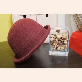 酒紅色毛呢卷邊小圓帽👒