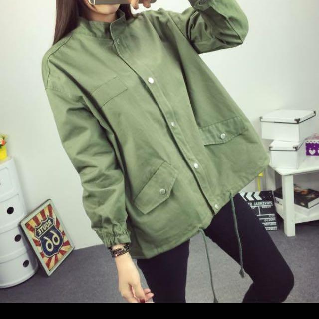 軍綠色外套