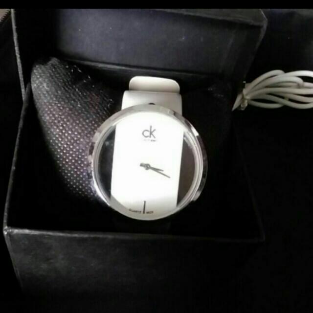 白色縷空錶全新