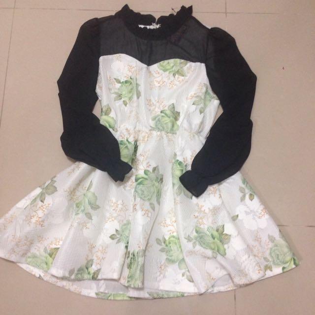 花朵雪紡花領洋裝/全新