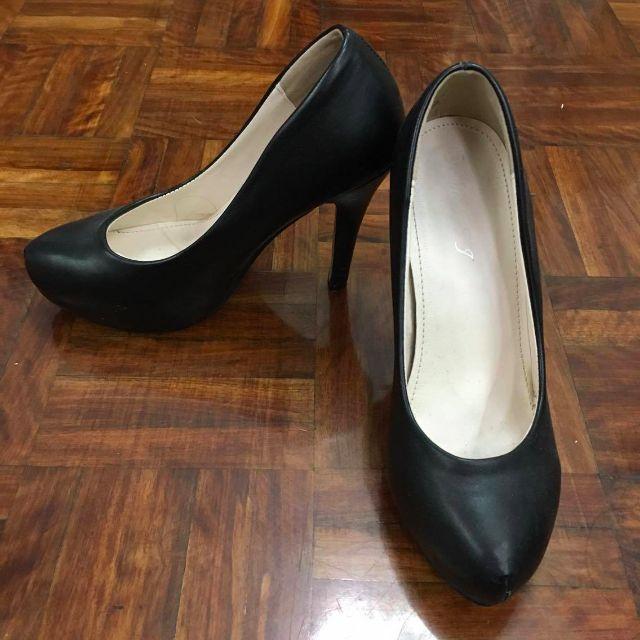 OL黑色皮質性感時尚舒適高跟鞋 8成新 (37)