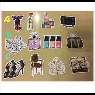 包包、化妝品~小香風防水貼紙❤️安全帽&行李箱都可貼唷
