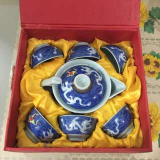 Set of chinese tea pot and cups