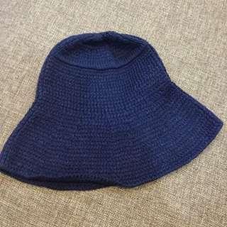 好搭深藍色盆帽