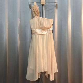 🚚 降價⬇️不規則下擺氣質單肩 小禮服 洋裝 宴會 伴娘服 禮服