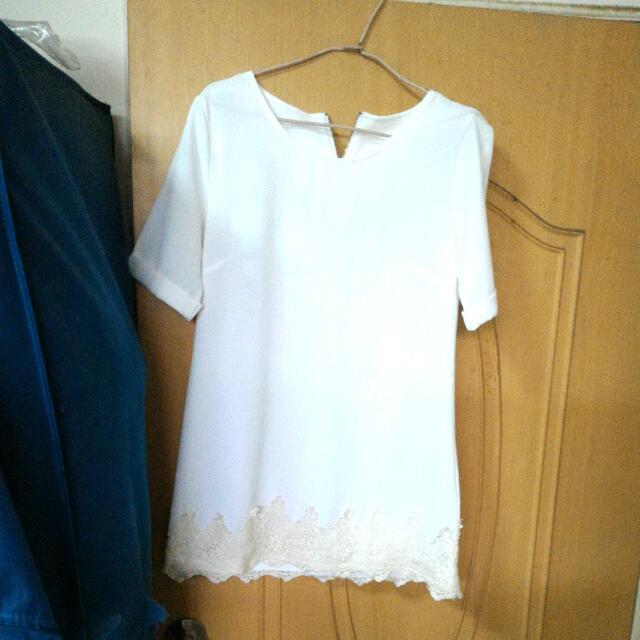 硬挺布白色洋裝