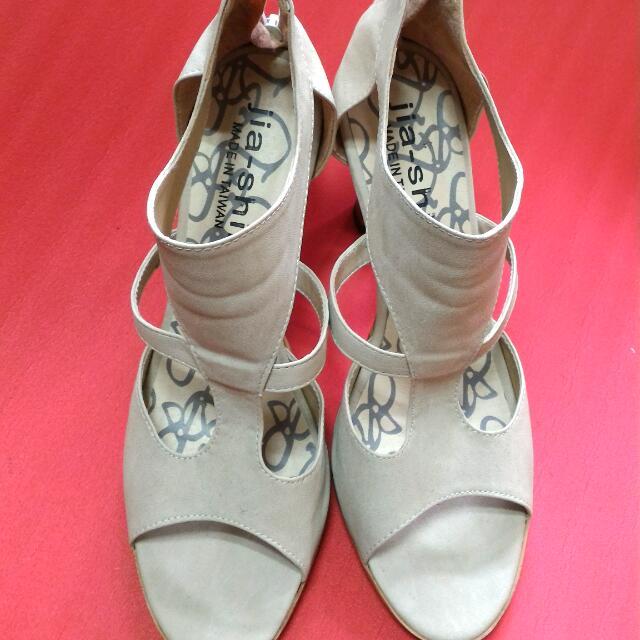 杏色魚口羅馬涼鞋