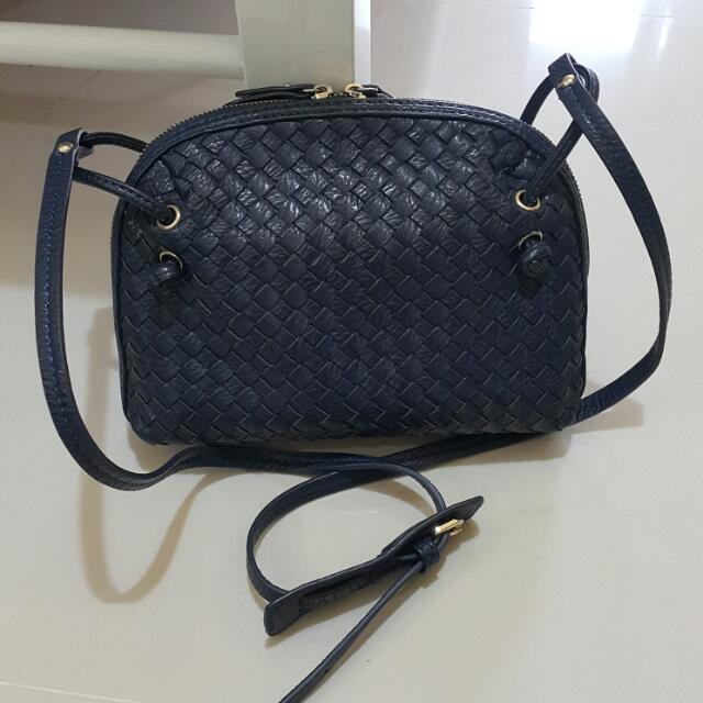 深藍色編織斜背小包