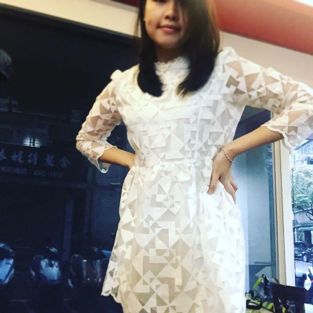 正韓-白色透膚洋裝(阿喜上節目也有穿這一款呦😘)