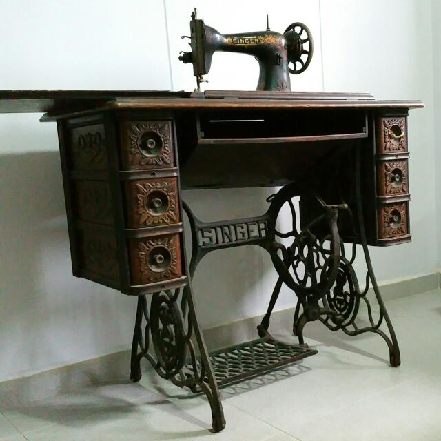 photo photo ... - NOT FOR SALE. Antique SINGER Treadle Sewing Machine With Cast Iron