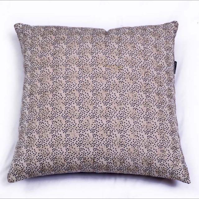 Bindi Cushion