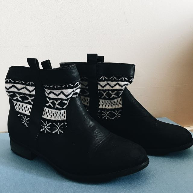 Black Winter Boots Size 7