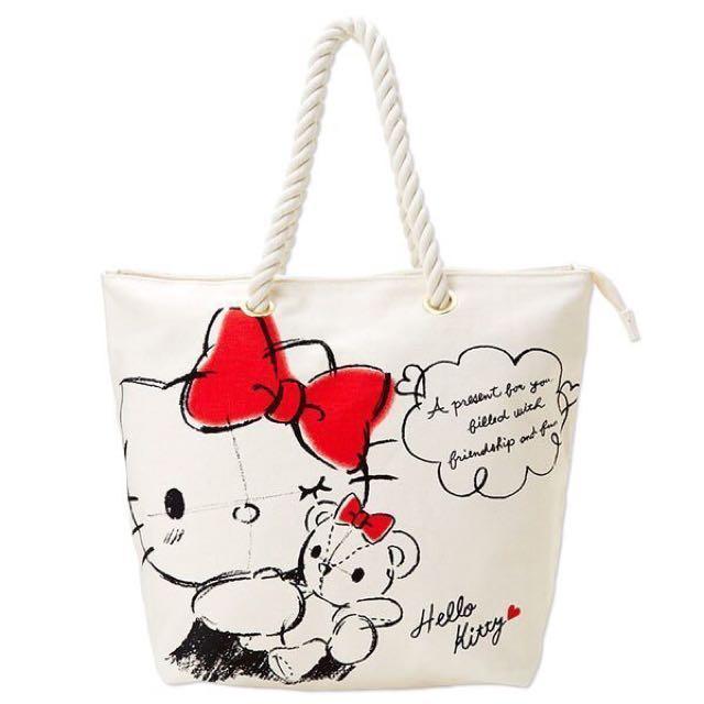 Coco馬日本代購~日本三麗鷗~KITTY 凱蒂貓~KITTY抱小熊 素描款 肩背包~現貨~
