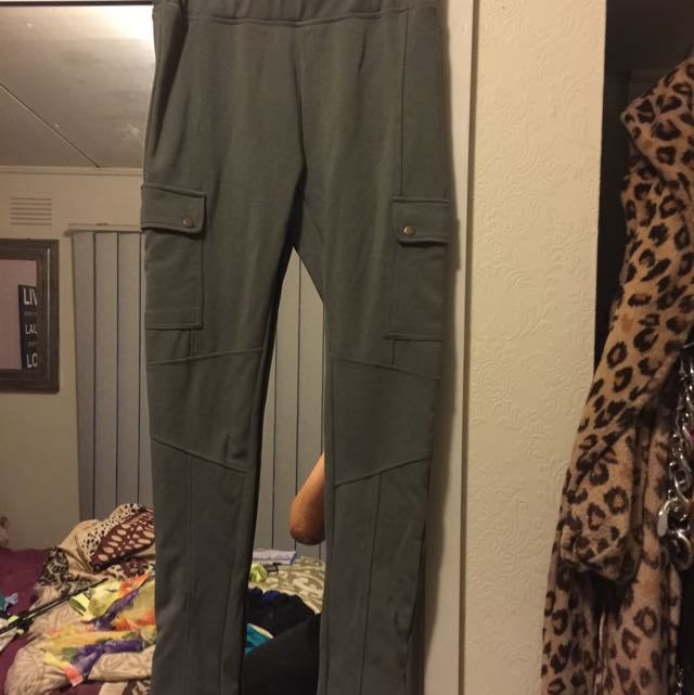 Khaki Stretchy Skinny Cargo Pant Never Worn New Condition Size 10 Pick Up Frankston Or Postage $10