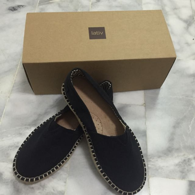 lativ黑色娃娃鞋22.5(含運🎉