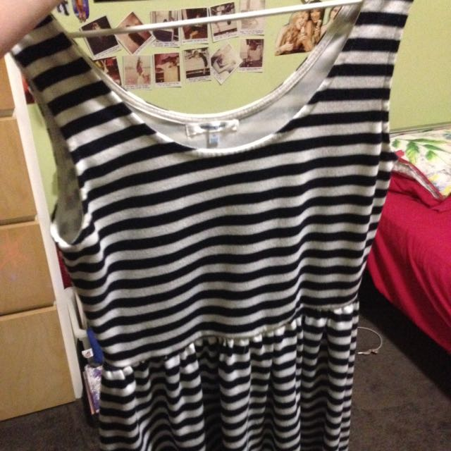 Valley Girl Size M Dress