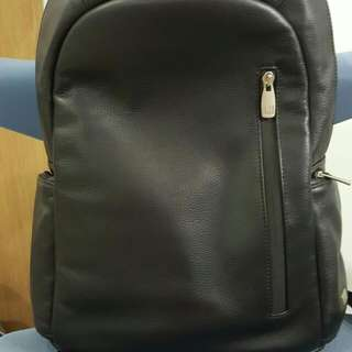DUNHILL FULL LEATHER BLACK BACK PACK  HUBBY USED FEW TIMES ONLY THEN KEEP IN STORE COMES WITH DUST BAG ONLY.