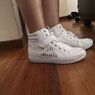 Size 7-8 White Sneakers
