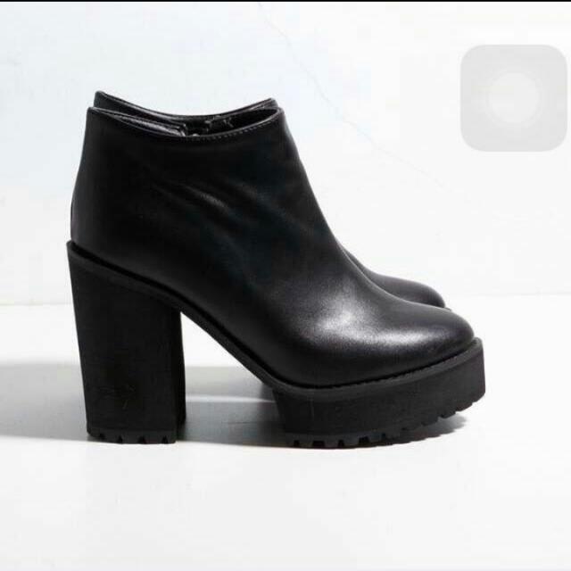 降 正韓 黑色粗跟高跟鞋