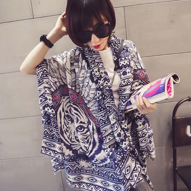 ☆Aly Look☆(藍白現貨)專櫃款印第安羽毛老虎頭超柔軟莫代爾棉圍巾民族風幾何 造型披肩絲巾圍巾