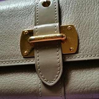 💜在雅虎拍賣售出💜LV Louis Vuitton 山羊皮大象灰長夾~12卡-1拉鍊袋-2鈔票袋-2隔層~超級實用皮夾