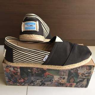 TOMS Slip Ons, Size US 9.5