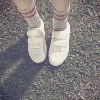(全新) 小白鞋 魔鬼氈的唷