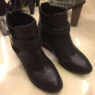 正韓 帥氣黑色低跟短靴