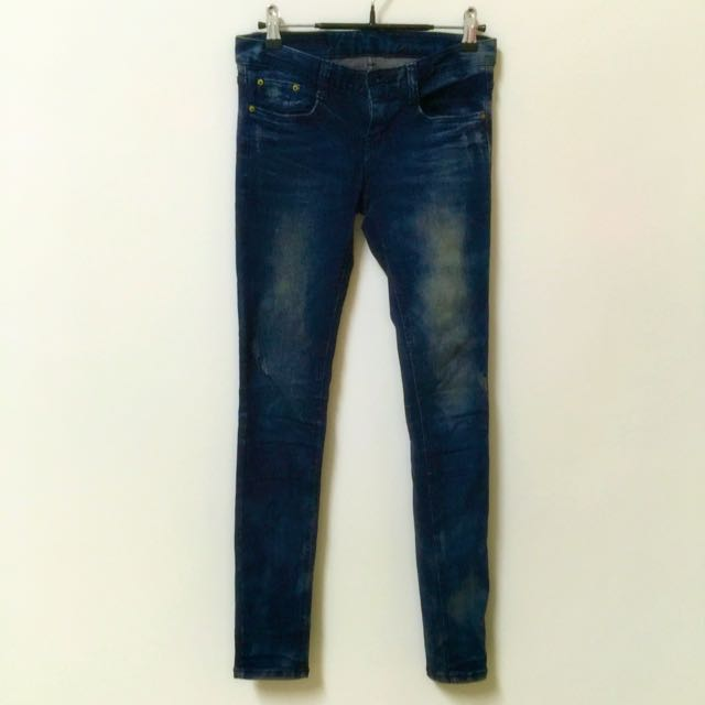 深色修身🏇🏼窄管牛仔褲