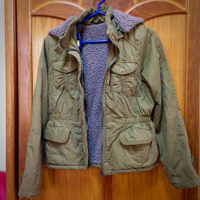 軍綠色腰身連帽外套 帽子可拆 內裡超柔軟保暖