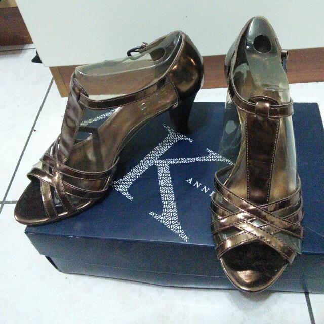 大尺碼女鞋~Anne Klein 古銅金繫踝復古高根鞋