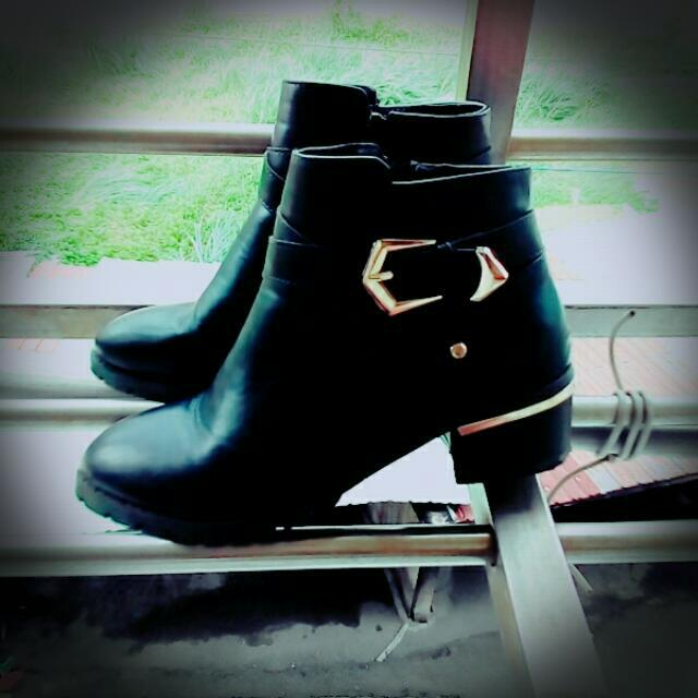 D+AF 金屬扣環低跟短靴