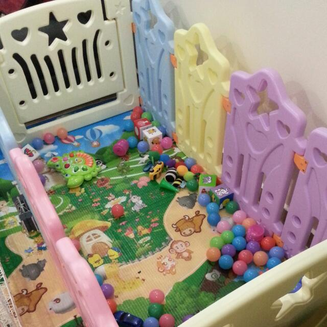 Playmate With 50pcs Plastic Balls With Mat